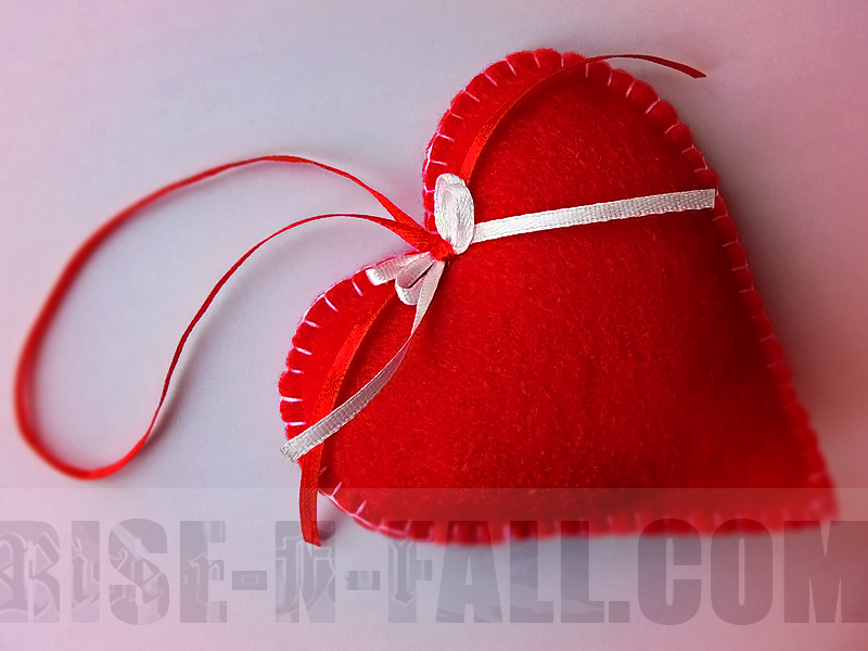 подвеска сердце из фетра